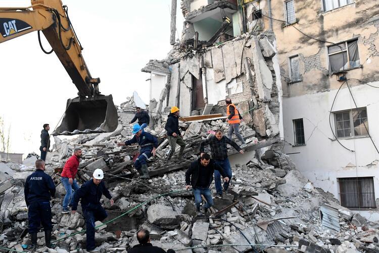 Arnavutluk'ta 6.4 Şiddetinde Deprem Oldu; Enkaz Altında Türkler de Var!