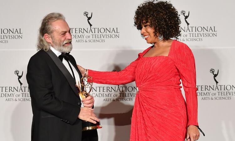 47. Emmy 'En İyi Erkek Oyuncu' Ödülü Haluk Bilginer'in