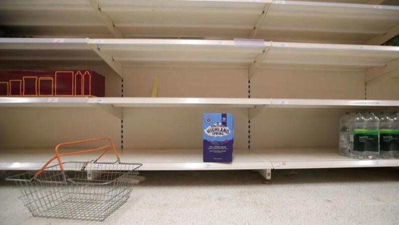 İngiltere'de TIR ve kamyon şoförleri azaldı, marketlerde raflar boş kaldı