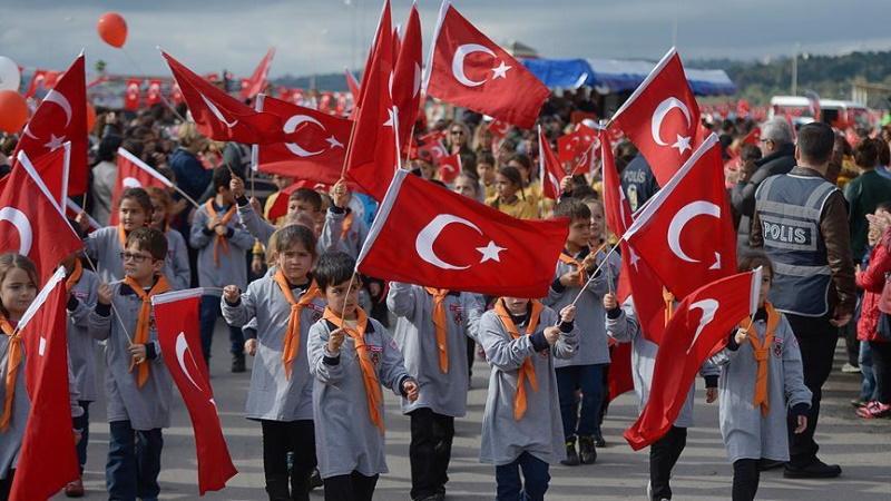"""İzmir Marşı'na """"siyasi"""" olduğu gerekçesiyle yasak geldi"""