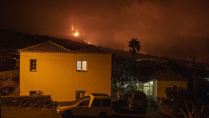 Korkunç görüntüler… İşte La Palma'da Cumbre Vieja Yanardağı'ndan akan lav…