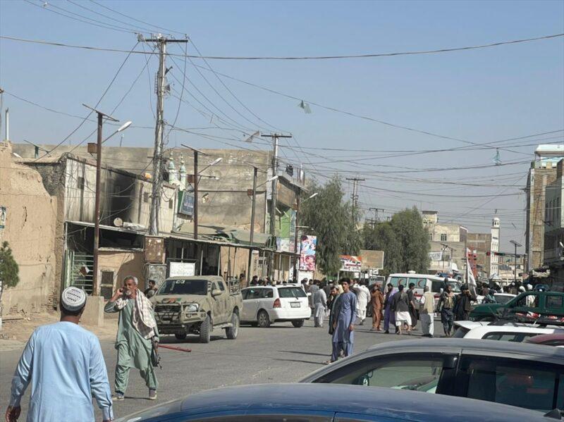 Afganistan'da camiye bombalı saldırı düzenlendi, 30 kişi öldü