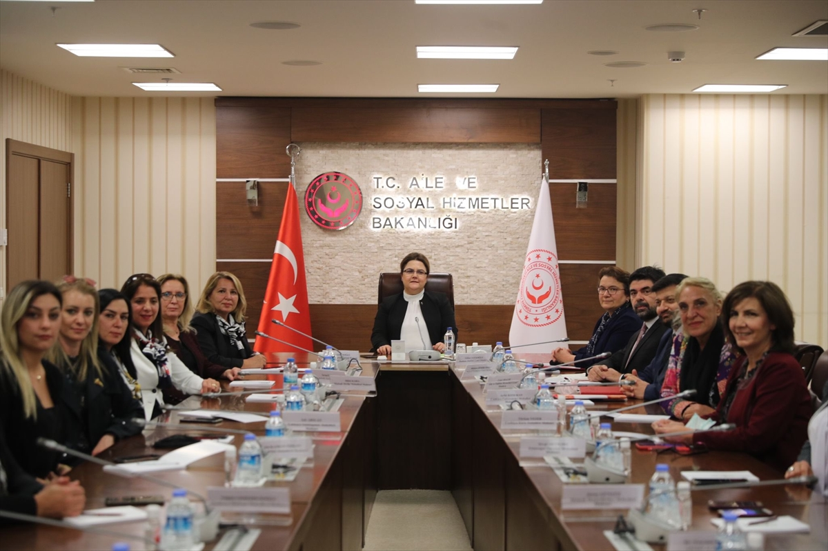Aile ve Sosyal Hizmetler Bakanı Yanık kadın muhtarlarla buluştu