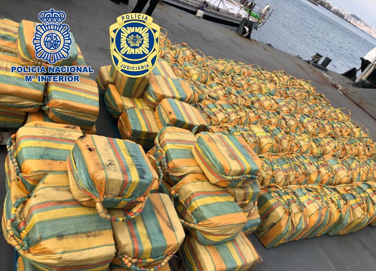 Atlas Okyanusu'nda bir yelkenlide 5 tondan fazla kokain ele geçirildi