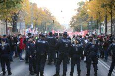 Avusturya'da Kovid-19 önlemlerine karşı gösteri düzenlendi