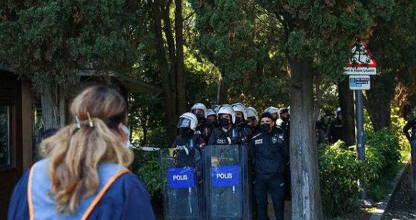 Boğaziçi Üniversitesi'nde öğrenciler göz altına alınıyor