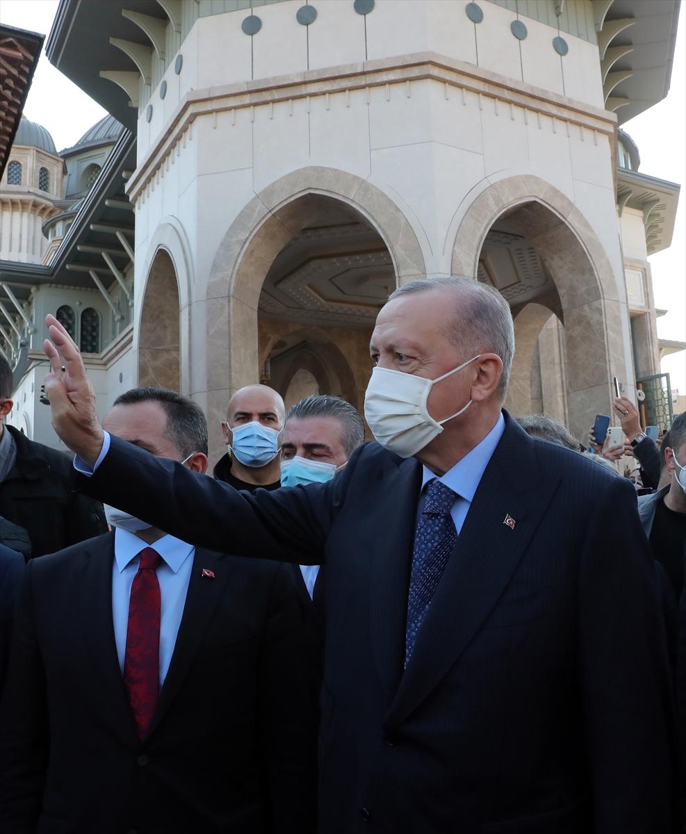 Cumhurbaşkanı Erdoğan, cuma namazını Taksim Camisi'nde kıldı