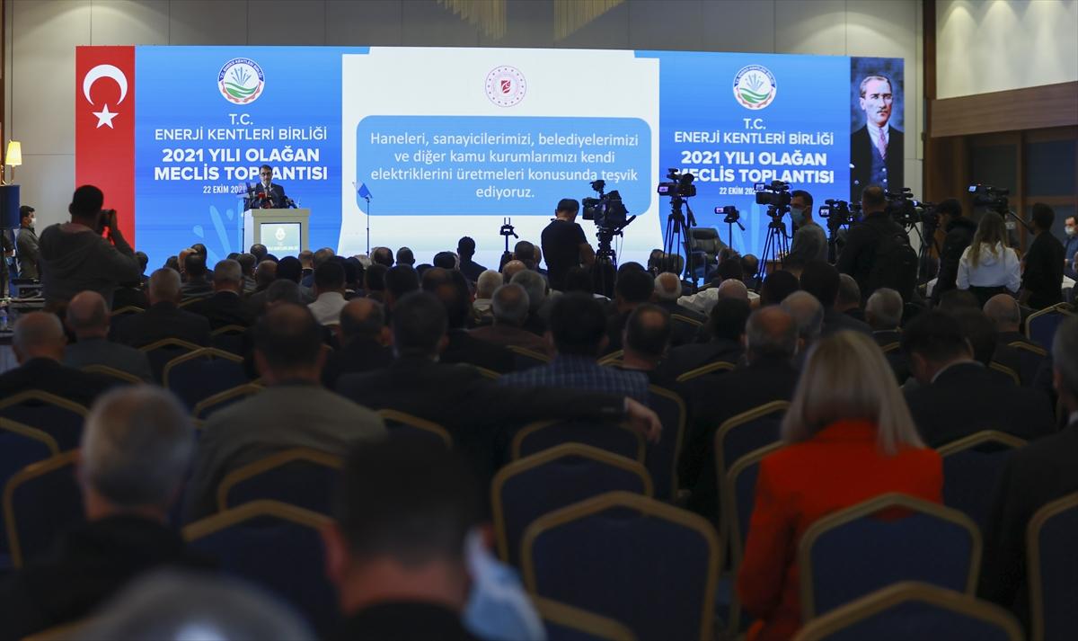 """Enerji ve Tabii Kaynaklar Bakanı Fatih Dönmez: """"Yer altı doğal gaz depolarımızın 4'te 3'ünü doldurduk. İnşallah önümüzdeki haftalarda da tamamını doldurmuş olacağız."""""""