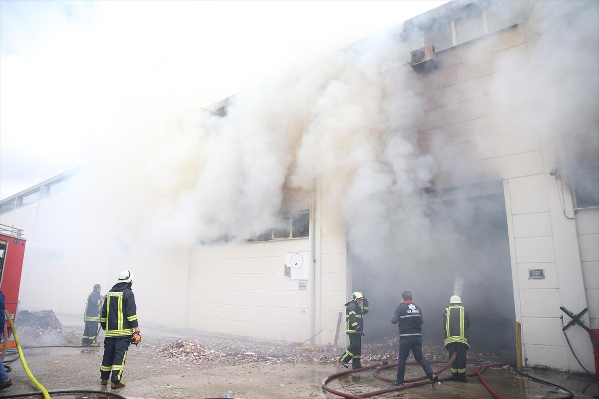 GÜNCELLEME – Eskişehir'de ambalaj fabrikasında çıkan yangın kontrol altına alındı