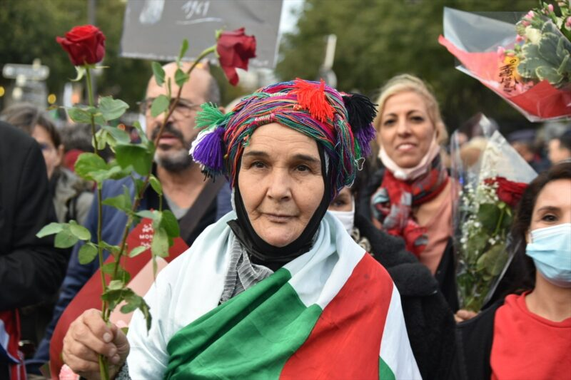 """Paris'te """"17 Ekim 1961 Katliamı""""nda ölen Cezayirliler anıldı"""