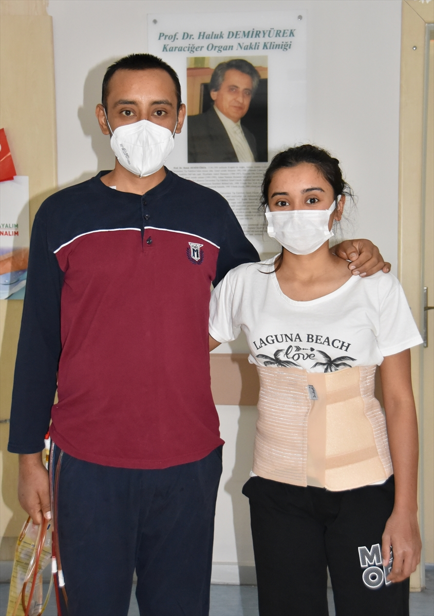 Karaciğer hastası genç, kız kardeşinden nakille yaşama tutundu