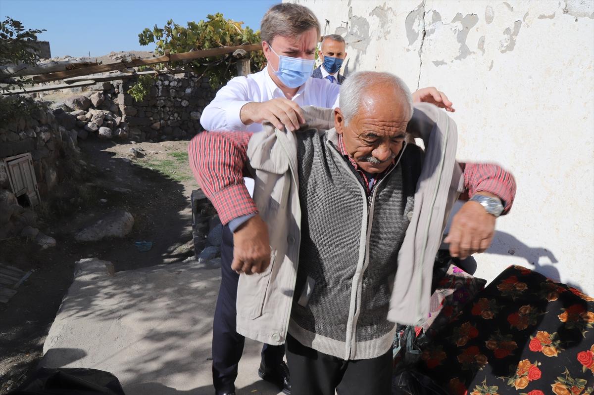 Köyde 10 yıldır tek başına yaşayan Selami Salman evinde Vali Aydoğdu'yu misafir etti