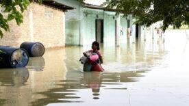 Nepal'i sel vurdu, ölü sayısı 77'ye çıktı