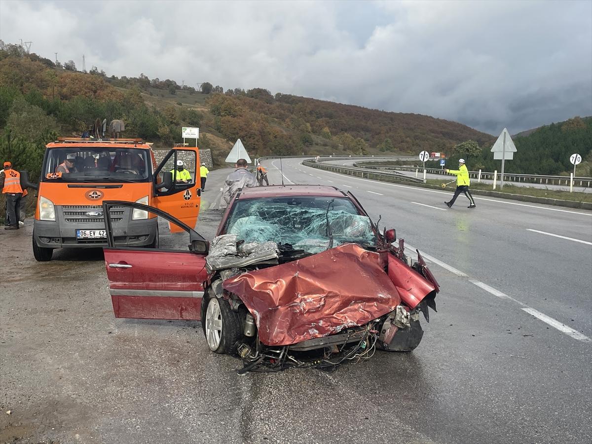 Samsun'da üç aracın karıştığı kazada 1 kişi öldü, 4 kişi yaralandı