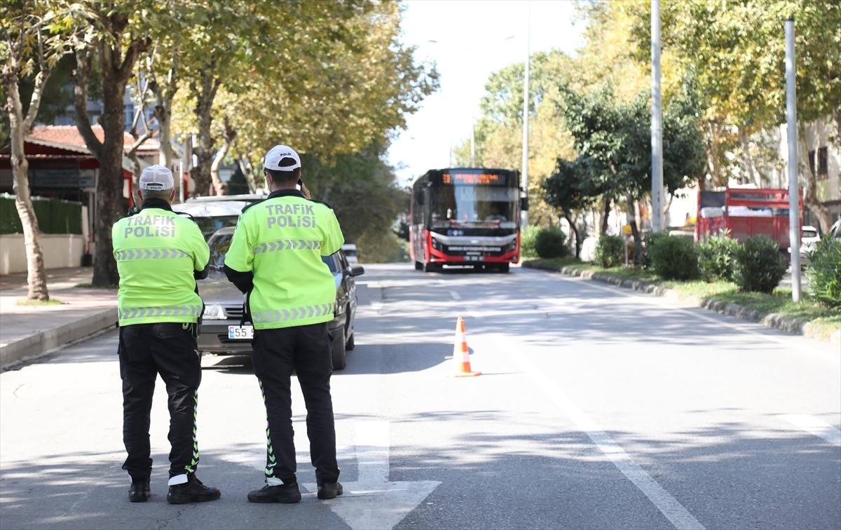 Toplu taşıma araçlarına yolcu olarak binen polis sürücü ihlallerini belirliyor
