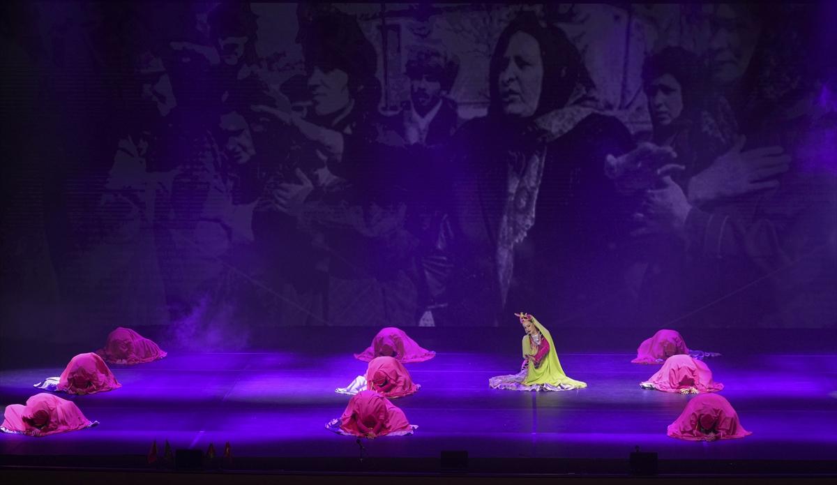 """Türkiye-Azerbaycan kardeşliği """"Kardeşlik Destanı Tiyatral Dans Gösterisi"""" ile sahneye taşındı"""