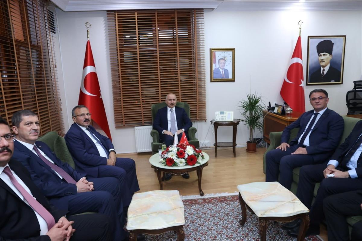 Ulaştırma ve Altyapı Bakanı Karaismailoğlu Tokat Valiliğini ziyaret etti